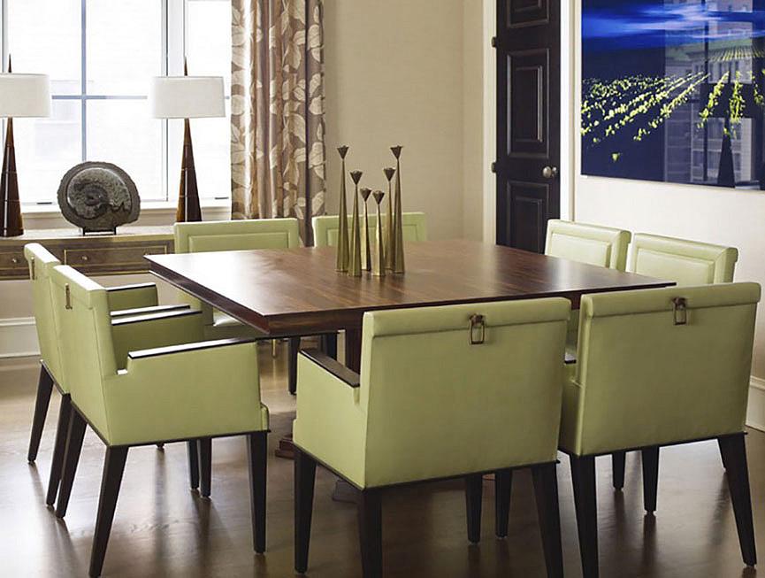Квадратный стол прекрасно стильно смотрится в интерьере