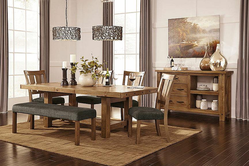 Стол в интерьере столовой