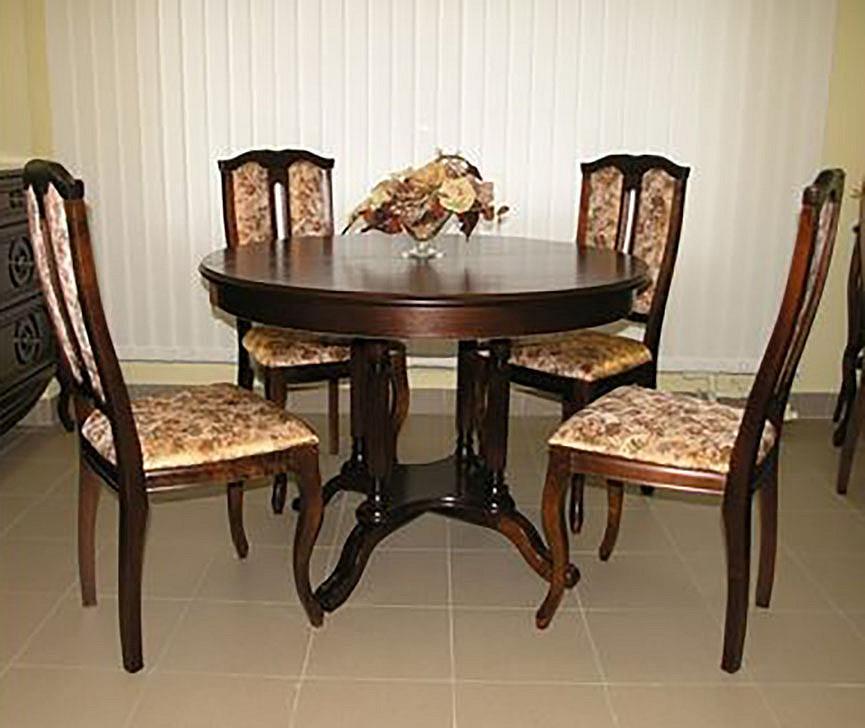 Круглый классический стол для чаепития